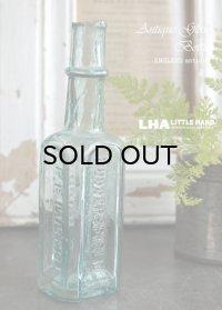 ENGLAND antique 3面エンボスロゴ入 ガラスボトル H14.7cm ガラス瓶 1900-10's