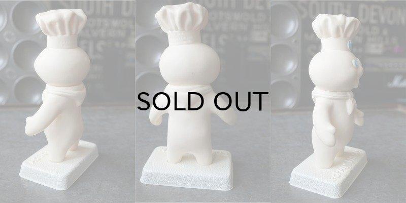 画像2: Pillsbury Poppin' Fresh  Dough Boy ドゥーボーイ ソフビドール 台座付き