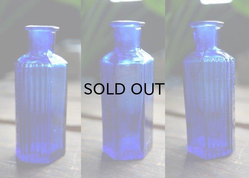 画像2: ENGLAND antique イギリスアンティーク NOT TO BE TAKEN 鮮やかなコバルトブルー ガラスボトル [1oz] H8cm ガラス瓶 1900-20's