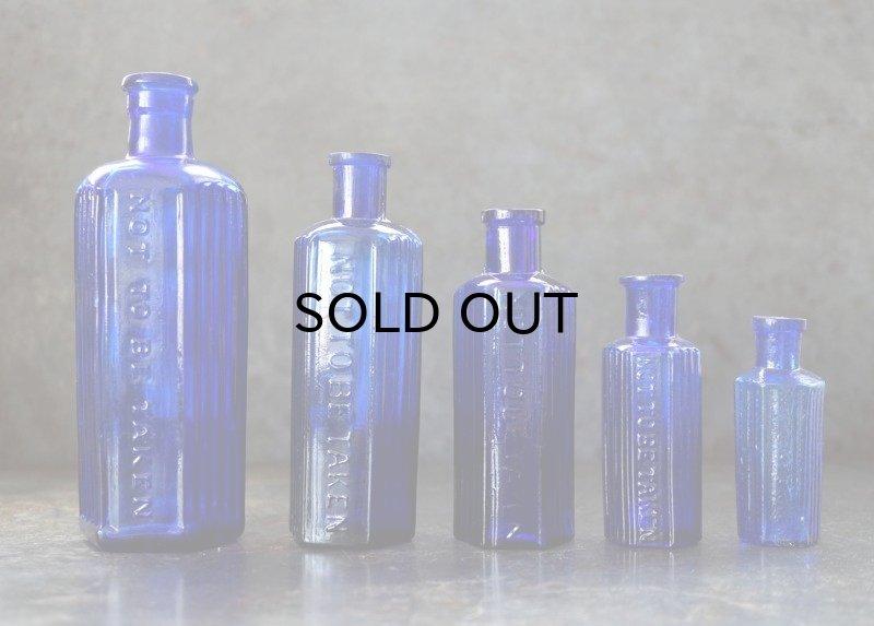 画像2: ENGLAND antique イギリスアンティーク NOT TO BE TAKEN 鮮やかなコバルトブルー ガラスボトル 5本セット [4・3・2・1・1/2oz] H14.6-7cm ガラス瓶 1900-20's