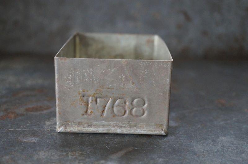 画像2: ENGLAND antique TEA TIN イギリスアンティーク ナンバー入 紅茶缶 サンプル ティン缶 ブリキ缶 1920-30's